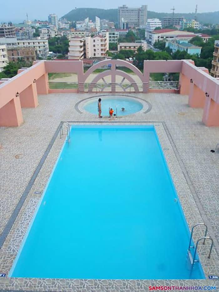 Bể bơi với view nhìn toàn cảnh sầm sơn