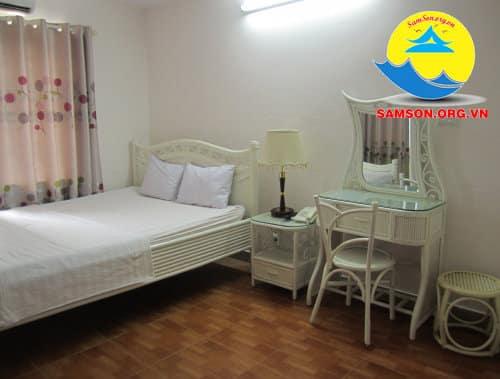 Giường đơn bên trong phòng nghỉ