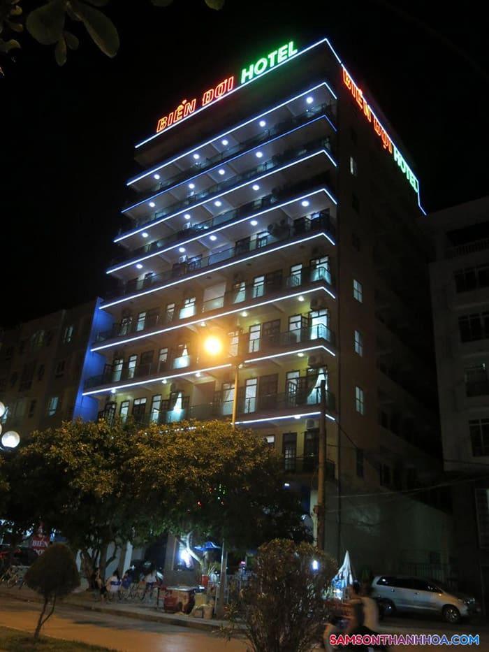 Khách sạn chụp vào buổi tối