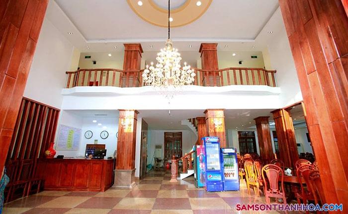 Lễ tân khách sạn nằm tại tầng 1