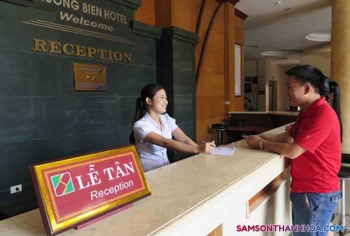 Lễ tân khách sạn Hương Biển