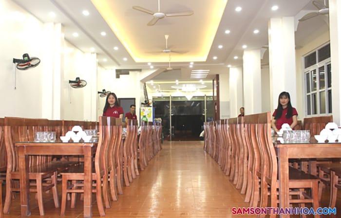 Khu vực phòng ăn rộng rãi