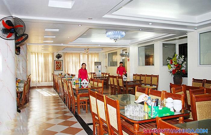 Phòng ăn phục vụ hơn 200 khách