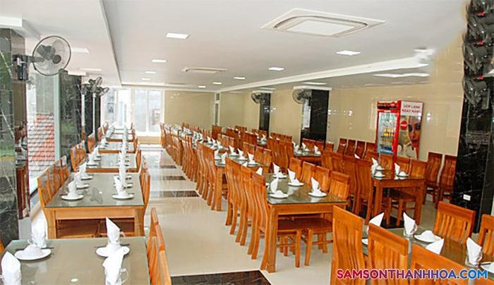 Phòng ăn phục vụ hải sản thơm ngon