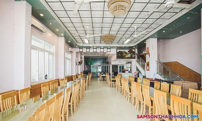 Phòng ăn rộng rãi, sang trọng