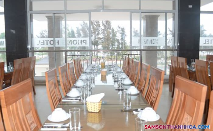 Phòng ăn tập thể phục vụ đặc sản biển