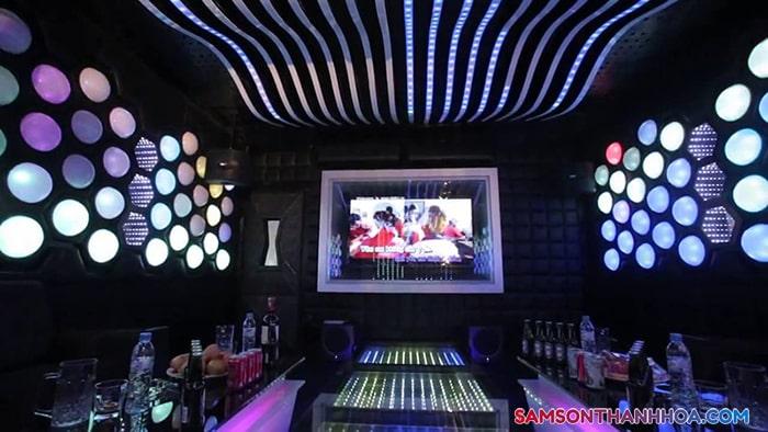 Có sẵn phòng karaoke