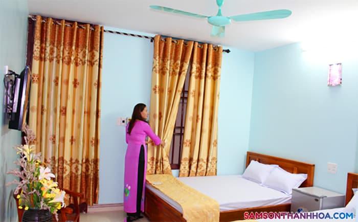 Phòng nghỉ rộng rãi có 2 giường đôi