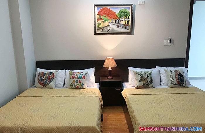 Phòng nghỉ với 2 giường đôi rộng rãi
