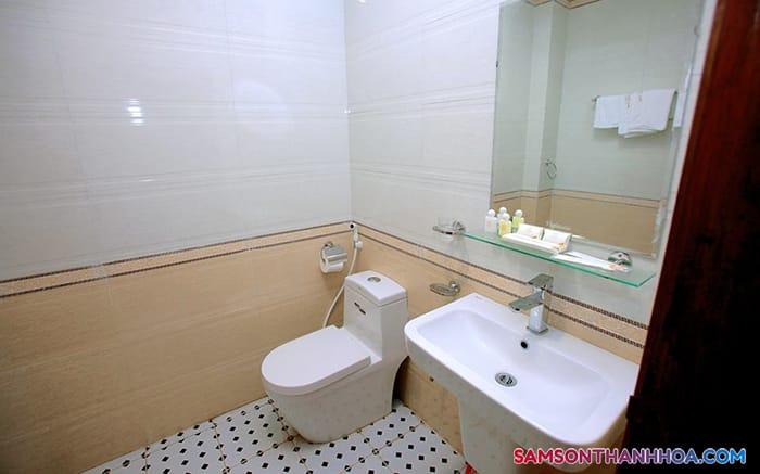 Phòng tắm sạch sẽ, tiện nghi