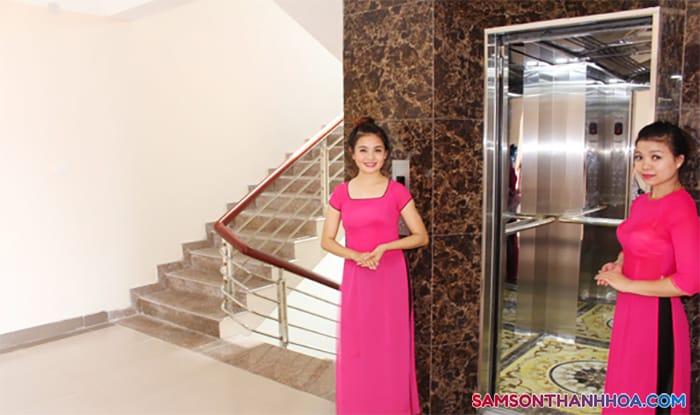 Khu vực thang máy và thang bộ