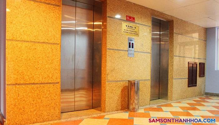 Khách sạn có sẵn thang máy