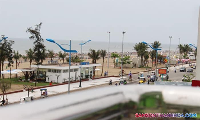 Nhìn từ phòng nghỉ có thể thấy cảnh biển