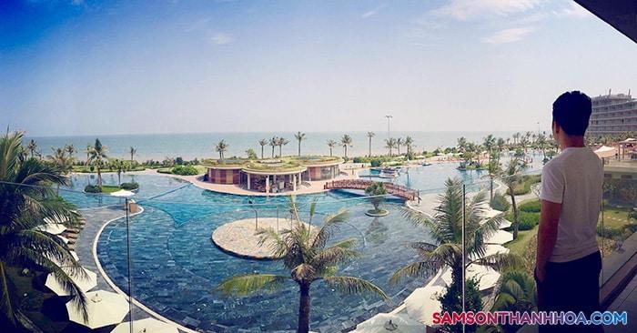 View từ phòng nghỉ khách sạn ra biển