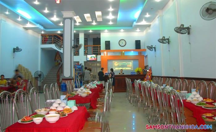 Phòng ăn nằm ngay tầng 1