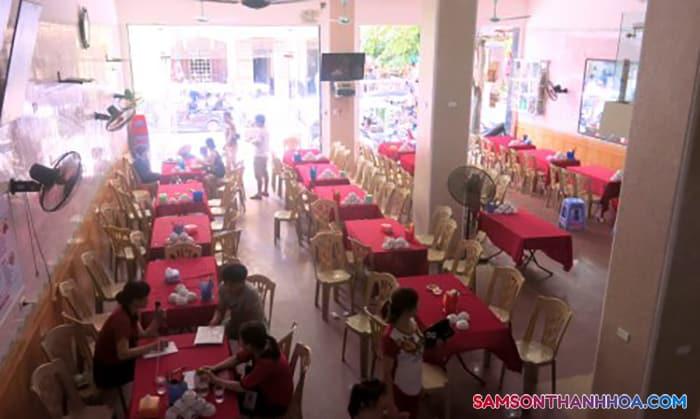 Khu vực phòng ăn tập thể phụ vụ hải sản