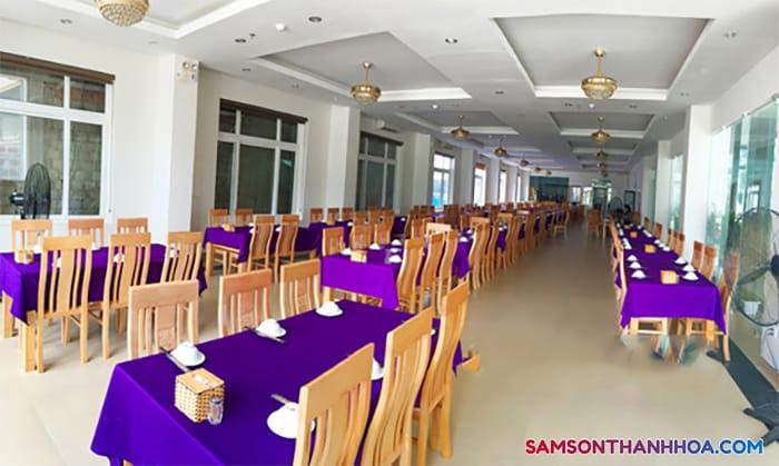 Phòng ăn có sức chứa hơn 200 người
