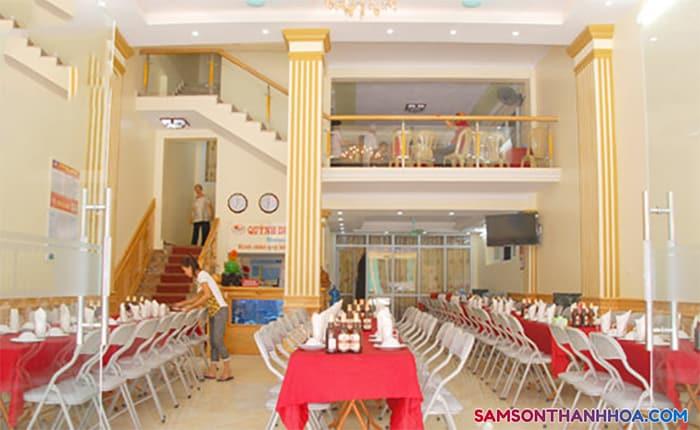 Phòng ăn tập thể phục vụ cùng lúc hơn 200 suất ăn