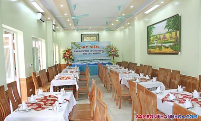 Phòng ăn tập thể phục vụ hải sản biển tươi sống