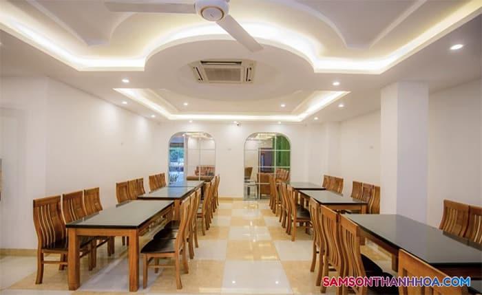 Phòng ăn VIP phục vụ hải sản