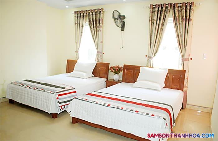 2 giường đôi rộng rãi bên trong phòng nghỉ