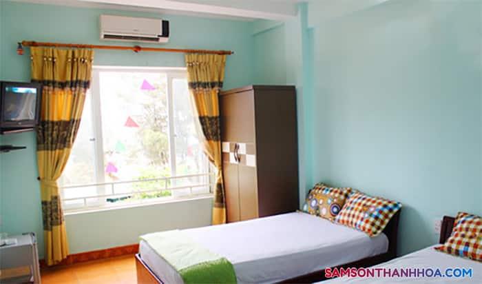 Phòng nghỉ rộng rãi, với cửa sổ thoáng mát
