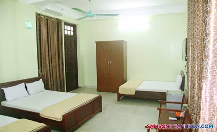 Phòng nghỉ rộng rãi, có 3 giường đôi