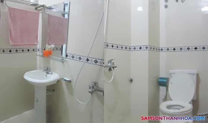 Thiết bị sang trọng trong phòng vệ sinh