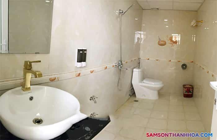 Không gian bên trong phòng tắm
