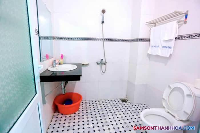 Phòng tắm rộng rãi, đầy đủ trang thiết bị