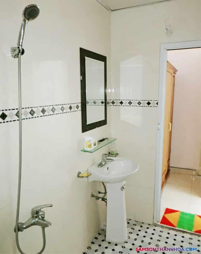 Phòng tắm có đầy đủ trang thiết bị