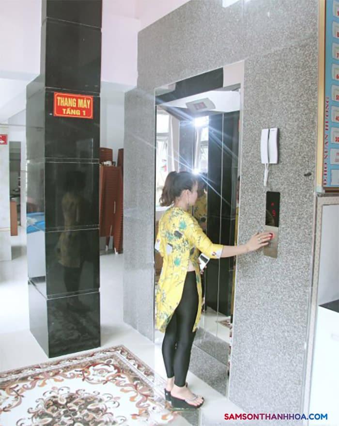 Thang máy tại khách sạn