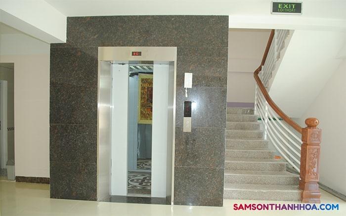 Khách sạn có sẵn thang máy ohucj vụ quý khách