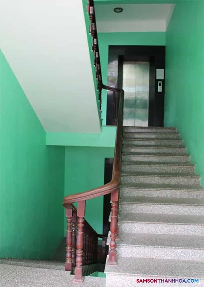 Cầu thang máy và thang bộ