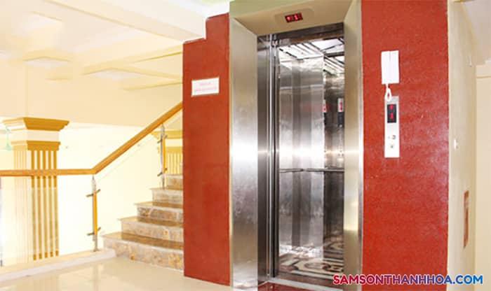 Khu vực thang máy và cầu thang bộ