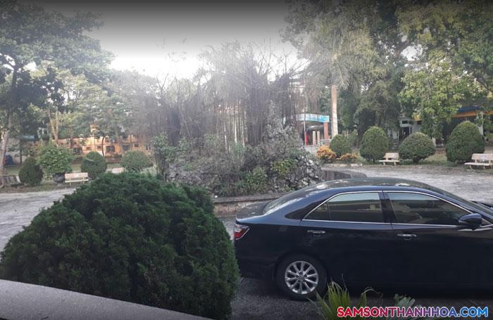 Sân vườn của khách sạn
