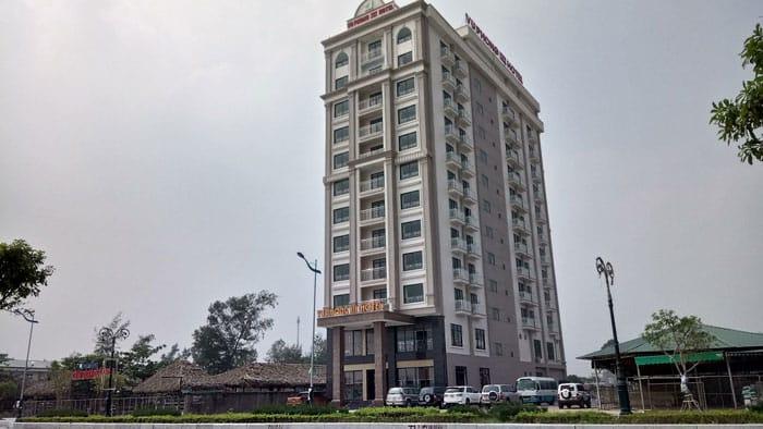 Tòa nhà 12 tầng của khách sạn
