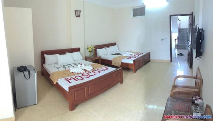 Phòng nghỉ 2 giường đôi của khách sạn