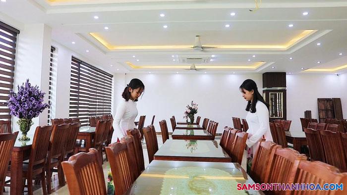 Phòng ăn rất sạch sẽ và lịch sự của khách sạn