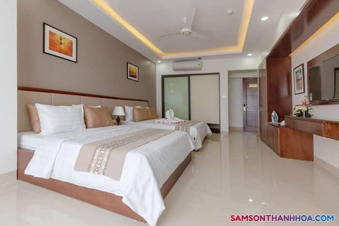Phòng ngủ 2 giường đôi của khách sạn