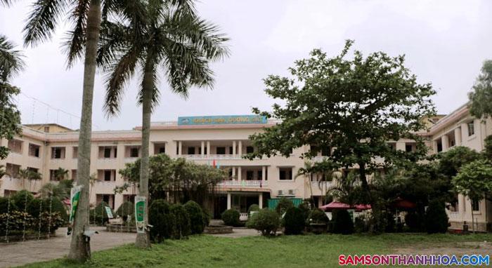 Khách sạn ĐƯờng Sắt nhìn từ xa