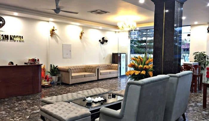 Sảnh chờ và quầy lễ tân của Khách sạn Goldsen Sầm Sơn