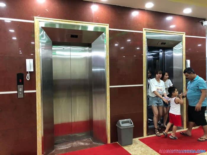 Khách sạn trang bị thang máy giúp việc di chuyển dễ dàng