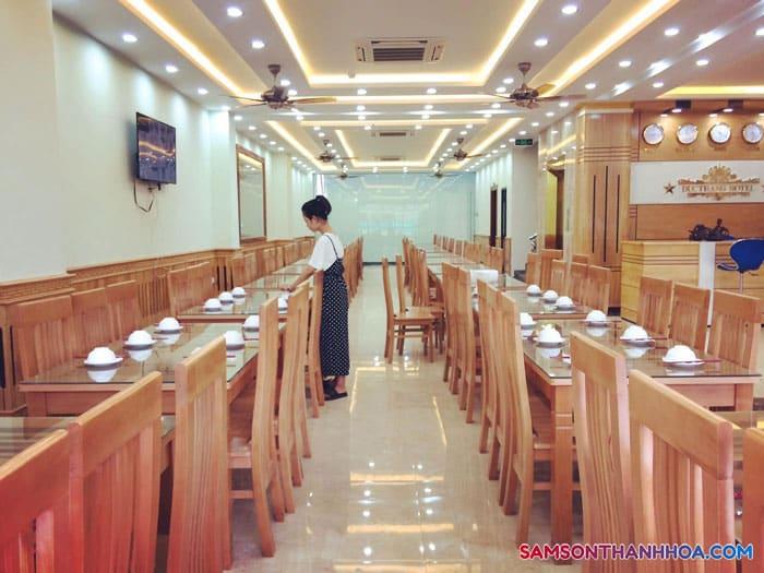 Nhà ăn của khách có sức chứa lên tới 200-300 người